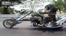 Sözün bittiği yerdeki motosikletli