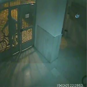 Bisikletiyle geldiği apartmandan bisiklet çaldı...