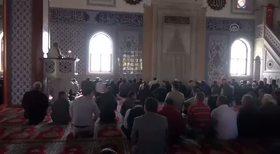 Down sendromlu genç ezan okudu cemaat gözyaşlarına boğuldu