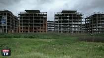 Asi mimarlar boş evlere çöküyorlar