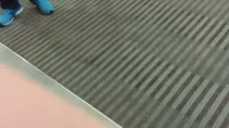 Asansörde ikiye bölünmüş adam paniği
