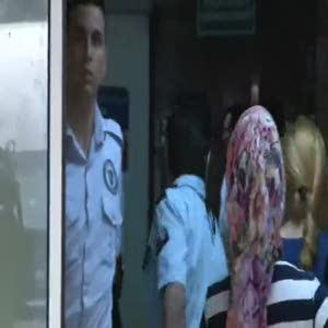 Cezaevi firarisi polis bıçakladı