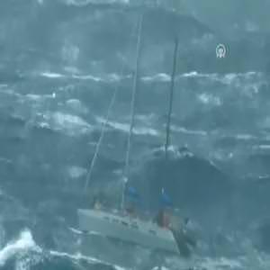 Türk gemisi, Atlantik'te mahsur kalan denizcileri kurtardı
