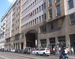Türk vatandaşlarından Milano'daki seçim sandığına yoğun ilgi
