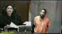 Yargıç ve hırsızlıkla suçlanan adamın okul arkadaşı çıkması