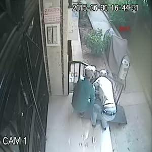 40 saniyede zincir kırıp bisiklet çalıyorlar