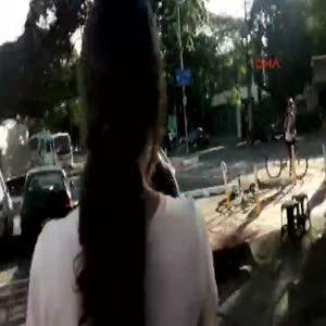 Otomobili kaldırıp attı
