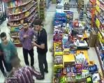 Polise bomba attı, markette üstünü değiştirirken yakalandı