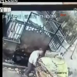 Çöp öğütme makinasında ezilerek öldü