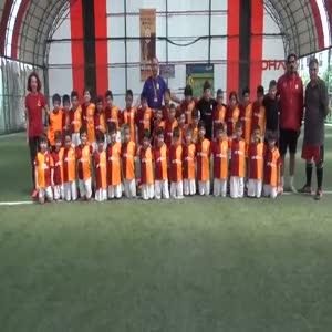 Hedefleri Galatasaray'da yıldız futbolcu olmak