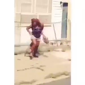 Köpeğiyle böyle saldırdı!