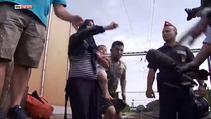 Çaresiz mülteci ailesi ölmek için raylara yattı
