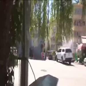 Teröristler yoldan geçen araçları böyle taradı