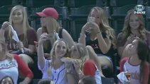 Kızların selfie merakı maçı unutturdu