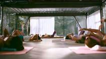Yoga dersinde cinnet