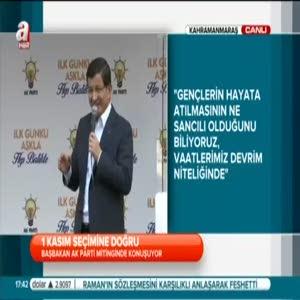 Davutoğlu mitingde selfie çekti