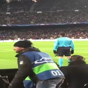 Barcelona-Roma maçında Hüseyin Göçek'e bağıran Türkler