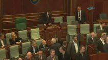 Kosova Meclisi'nde bir gazlı eylem daha
