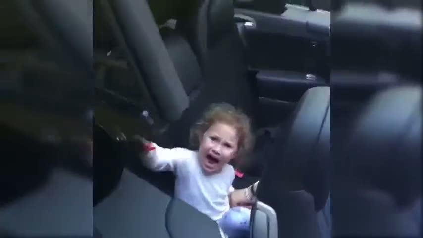 Acımasız baba kızına bakın ne yaptı!