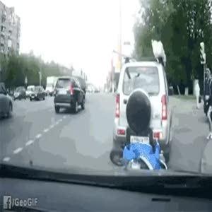 Motorcu trafiği birbirine kattı ve...