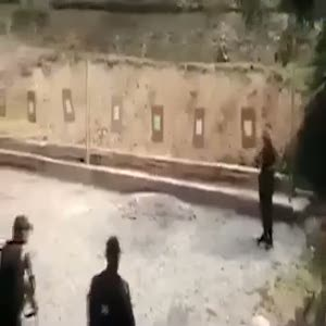 Polisten tehlikeli atış talimi