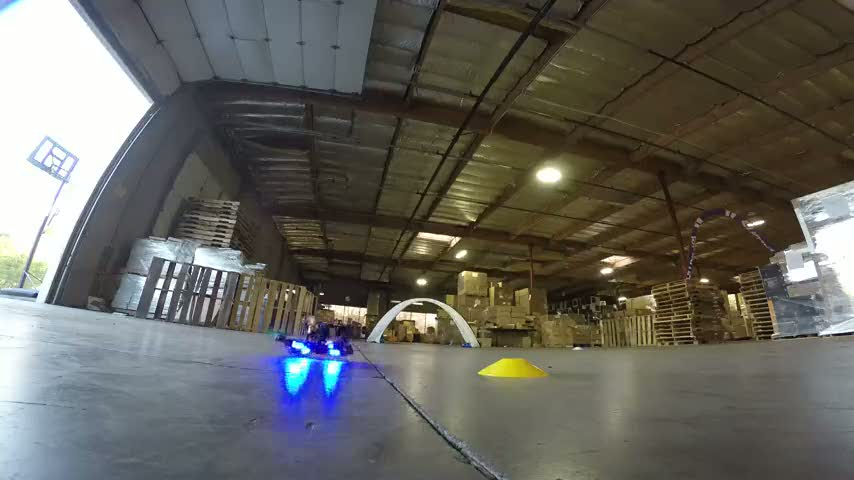 Depoda aşırı aksiyon içeren drone yarışı!