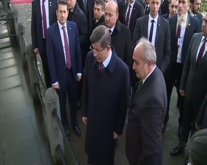 Davutoğlu, Asala'nın şehit ettiği Ahmet Benler anıtını ziyaret etti