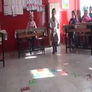 Bitlis'teki çocuk defilesi fenomen oldu!