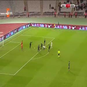 Beşiktaş bir stoperini daha kaybetti