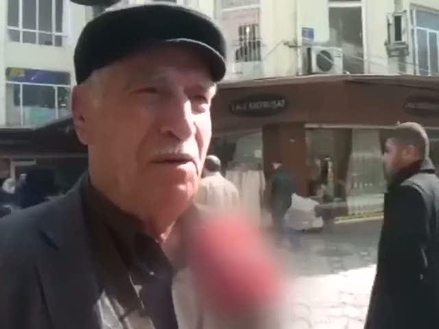 Muhabirin sorduğu tüm soruları yanlış anlayan amca