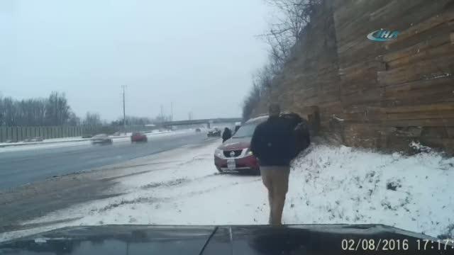 Yardım etmek isteyen kadın araç altında kaldı