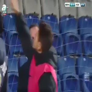 Emre Belözoğlu, taraftara sinirlendi