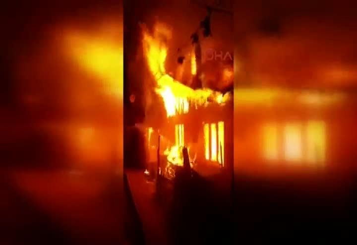 Bolu Sigaradan çıkan yangın 3 evi kül etti