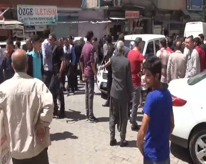 Şanlıurfa'da akrabalar sokak ortasında çatıştı