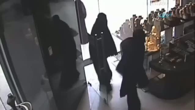 Çarşaflı soygun girişimi kamerada