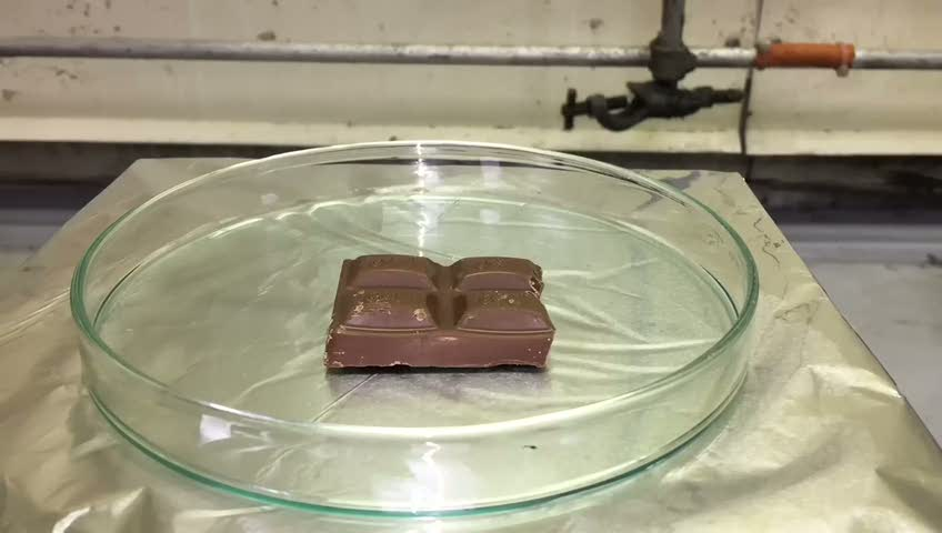 Asit çikolatayı eritemedi!