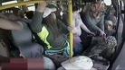Halk otobüsünde cinsel organını gösteren sapığı kadınlar dövdü