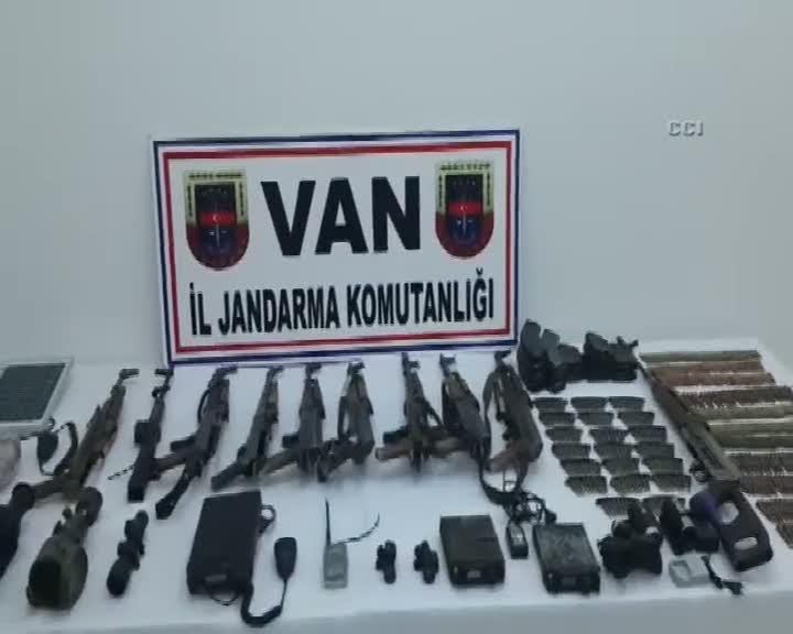 Van'da teröristlere ait cephanelik ele geçirildi