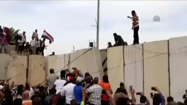 Irak'ta Şii lider Sadr yanlısı göstericiler parlamento binasına girdi