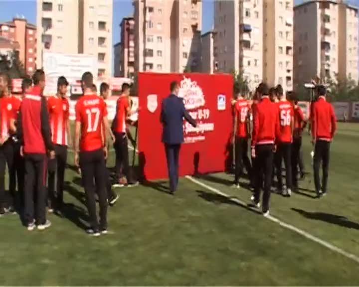 Pendik Spor u-19 takımı şampiyonluk kupasına kavuştu