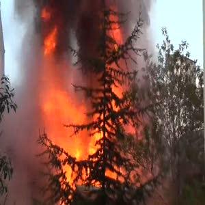 Çakmak tüpü patladı, iş yerleri alev alev yandı