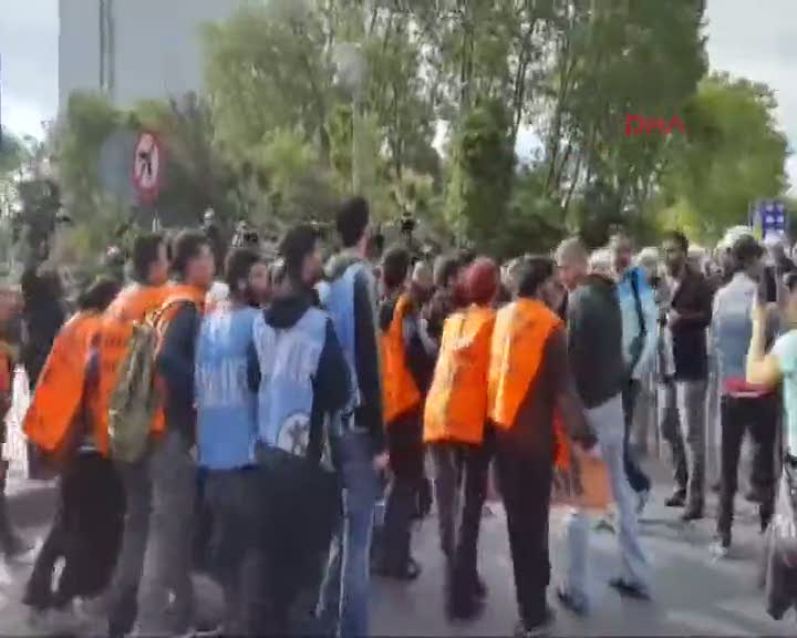 Taksim'e çıkmaya çalışan gruplara müdahale oldu!