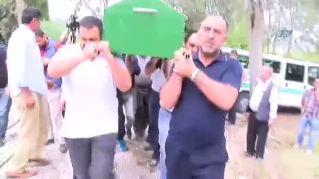 Mehmet Yeşil Yeşil babasının tabutunu böyle omuzladı