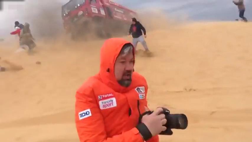 Muhabirin can verme anı kamerada!