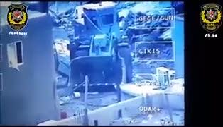 İş makinesinin kepçesiyle teröristlerin tepesine böyle indiler!
