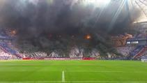 Lech Poznan - Legia Varşova maçında stadı ateşe verdiler!