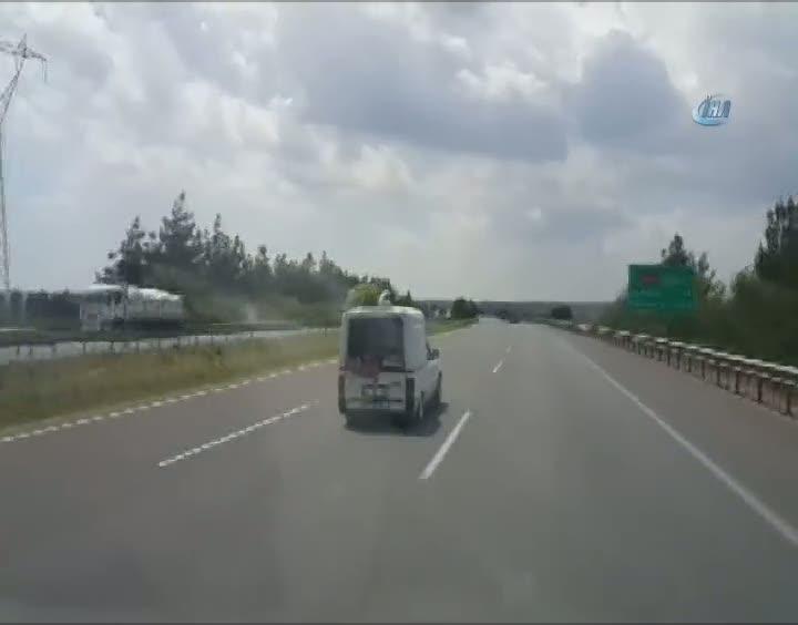 Çocukları tehlikeli yolculuğu korkuttu!