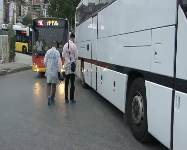 Manevra yapan otobüs yaya geçidindeki vatandaşı ezdi