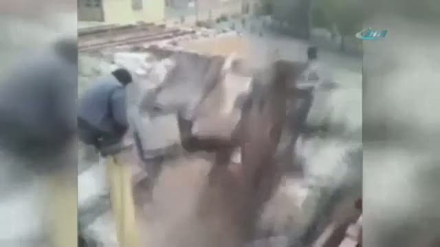 Üzerinde durduğu direk hayatını kurtardı