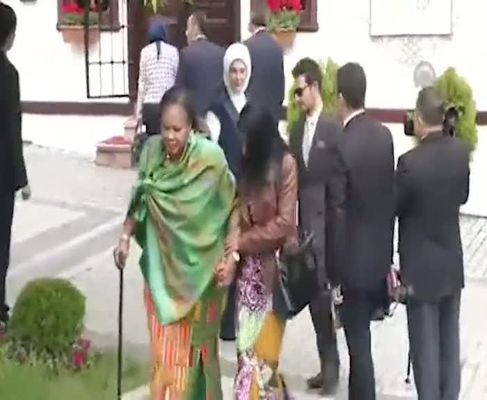 Emine Erdoğan'dan Afrikalı misafirlerine yakın ilgi